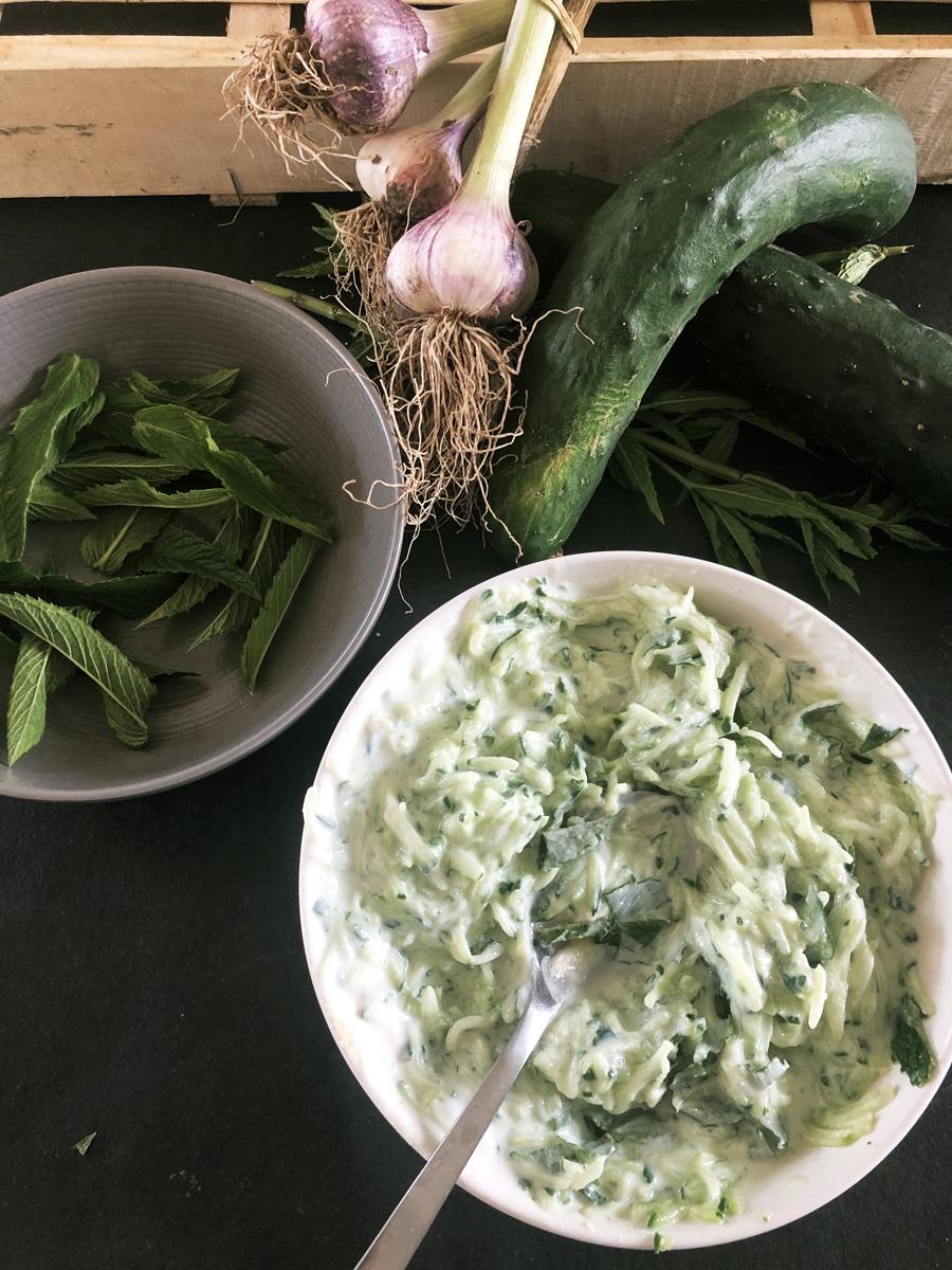 Recette de Tzatziki  : rapide, frais, délicieux... parfait quoi ! 🥒🤤