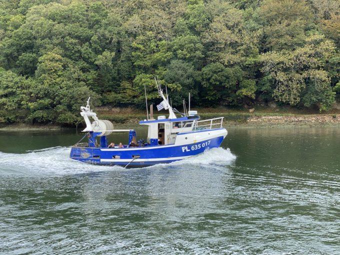 Bâteau de pêche dans l'estuaire