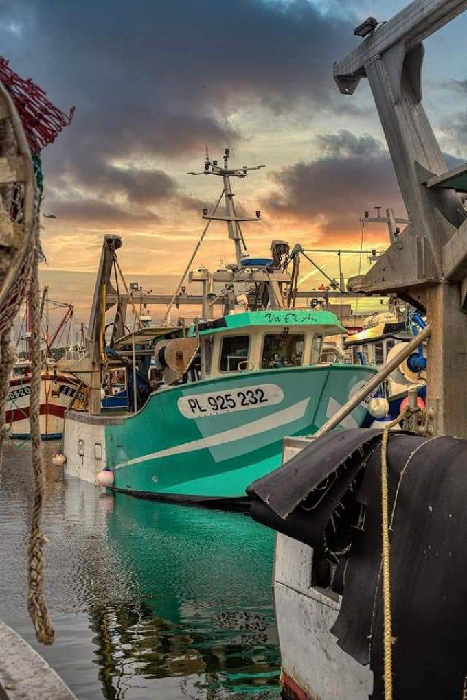 Armement Vafian - navire Vafian au coucher de soleil à quai