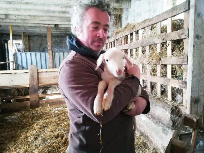 Pascal et un agneau