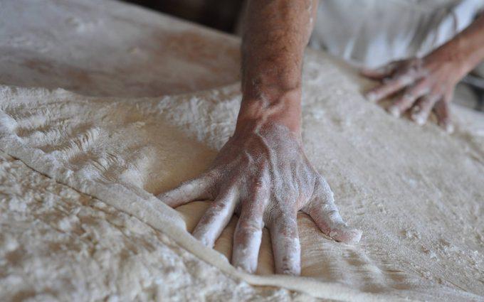 Pétriçage et façonnage à la main
