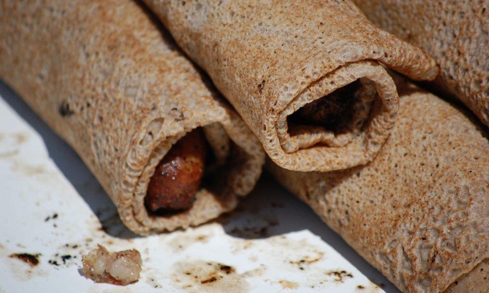 La galette saucisse, symbole gastronomique de la Bretagne !