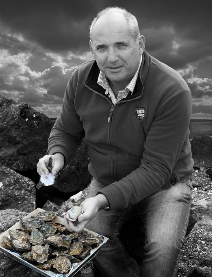 Jean-Luc LE GALL présente ses huîtres
