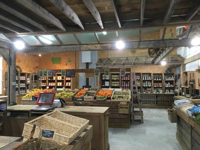 Le magasin avec un large choix de produits locaux
